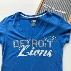 🌻SALE!🌻  Women's Detroit Lions V-Neck Tee